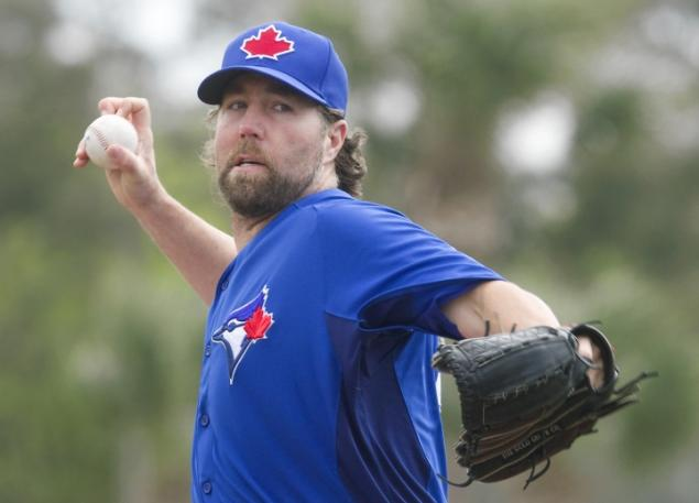 Toronto Blue Jays pitcher R.A. Dickey grips a knuckleball.