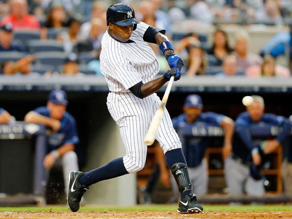Alfonso Soriano swings at a pitch.